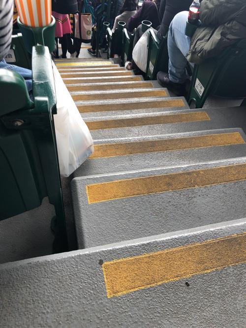 野球場と階段
